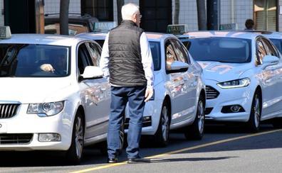 Los taxistas riojanos denuncian que el ratio de una VTC por taxi «ahogará a las familias del sector»