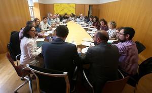 CCOO y UGT denuncian que el Gobierno riojano «sube los sueldos públicos el último día de campaña»
