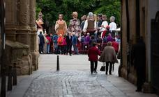 Los Gigantes y Cabezudos se lucen en la plaza del Mercado