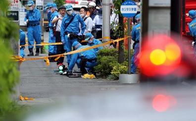 Un japonés ataca a cuchilladas a niñas que esperaban el autobús escolar