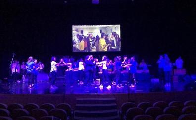 'Crea la banda sonora de tu vida' sube a 700 escolares al escenario del Auditorio
