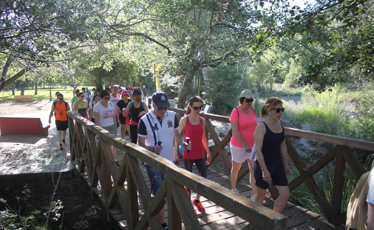 Más de 120 personas participan en la XIV Marcha Arnedo-Arnedillo a favor de los proyectos de la AECC