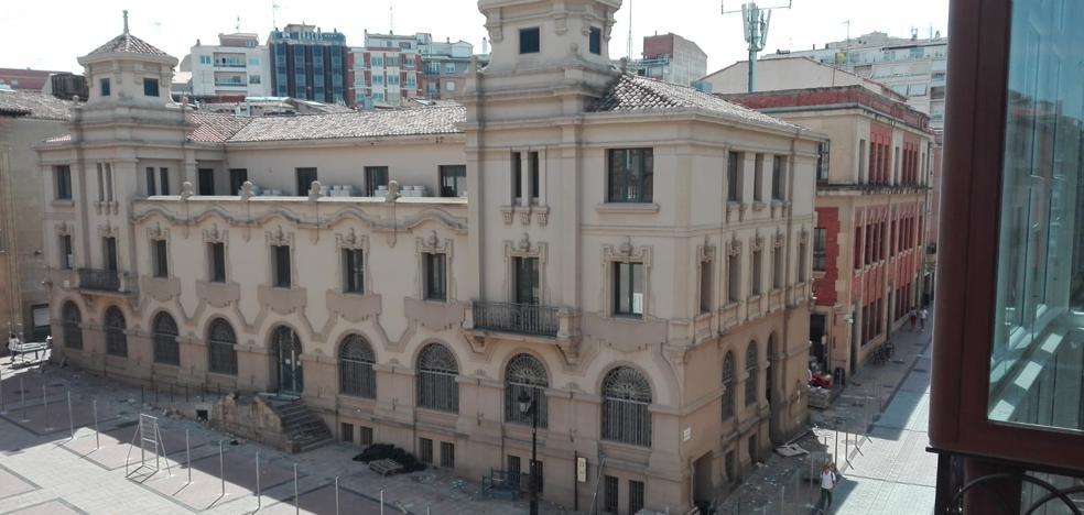 Retirados los andamios de Correos para comenzar las obras del hotel