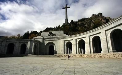 Un año para exhumar a Franco, la cronología de un proceso inacabado