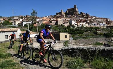 De marcha en Cornago: diversión entre montañas descarnadas