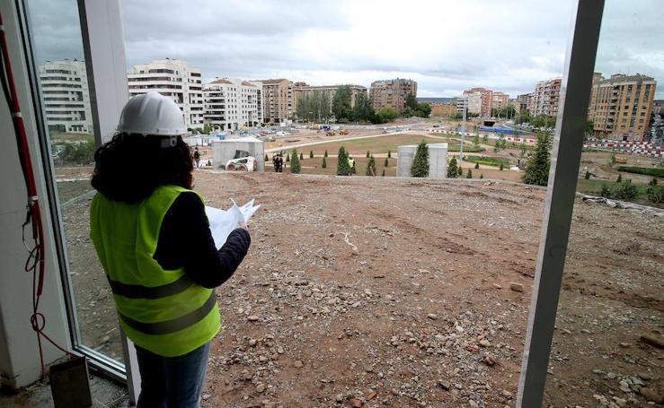 Autoridades regionales y locales han visitado las obras del parque de la nueva estación de autobuses