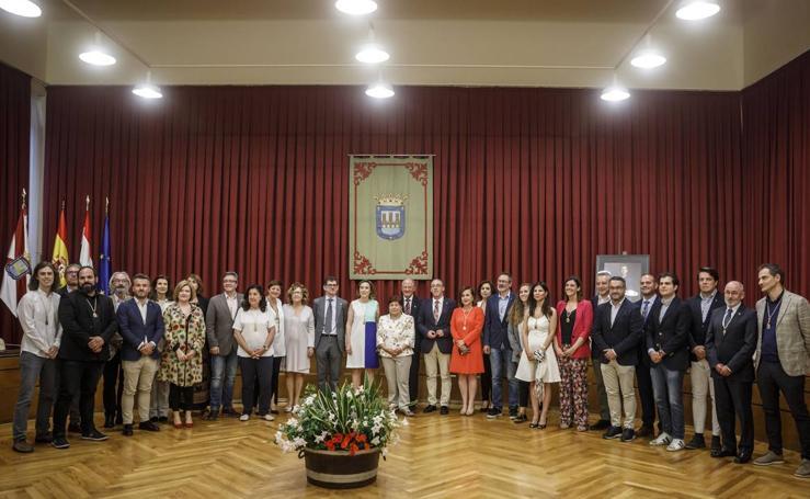 Logroño entrega las Insignias de San Bernabé