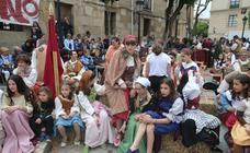 Teatro y actuaciones en la calle por San Bernabé