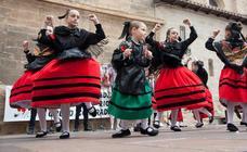 Exaltación del folclore en la plaza de San Bartolomé