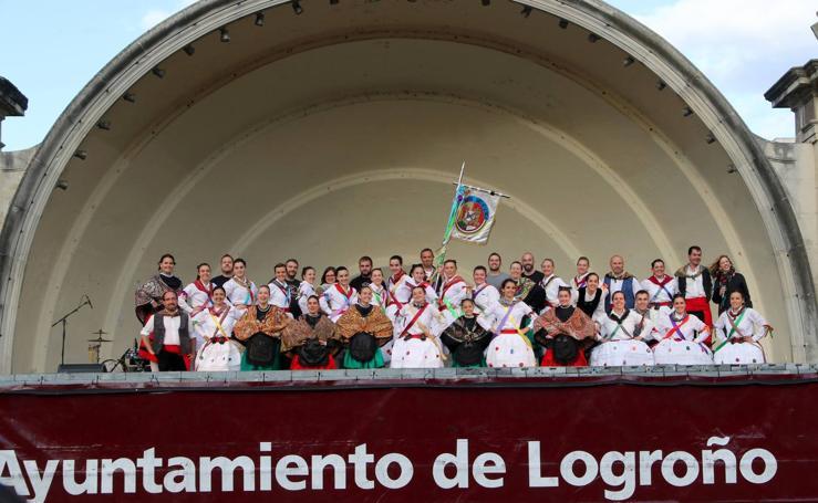 VIII Festival Nacional de Folclore en el Paseo de El Espolón