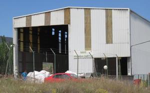 La Policía Judicial inicia la investigación del incendio en la planta de reciclaje de Arnedo