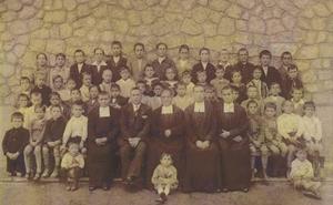 Alumnos de la antigua colonia de Nieva