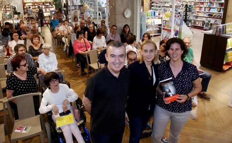 Lorenzo Silva y Noemí Trujillo presentaron su último libro, 'Si esto es una mujer', en el Espacio Santos Ochoa