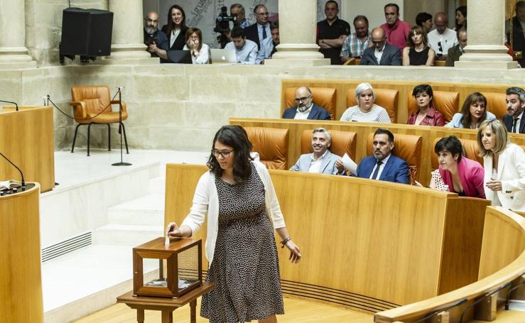 Aplausos, gestos y discursos en la sesión para proclamar la Mesa del Parlamento riojano