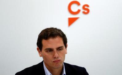 Rivera acusa a Sánchez de pisar «una línea roja muy grave» en Navarra