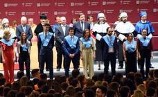 Cerca de 700 alumnos de la UR recogen sus títulos