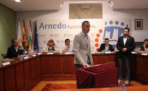 El alcalde defiende contar con un cuarto edil liberado ante las críticas de la oposición