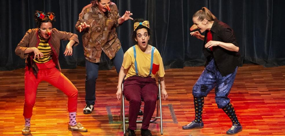 La TroUPe representa 'Nueva Ópera Pánica' en el teatro de Canales de la Sierra