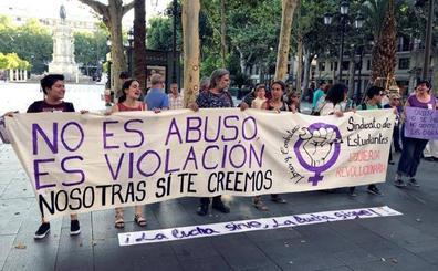 La víctima de La Manada rompe su silencio: «Voy recuperando el timón de mi vida»