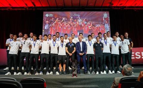Un relevo de campeones para La Roja