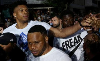 Los inmigrantes de Grecia se miran en el espejo de Antetokounmpo