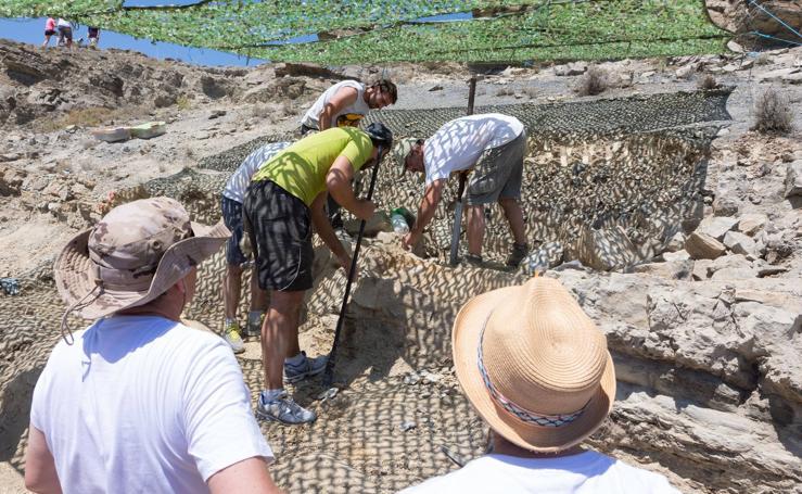 Un equipo multidisciplinar trabaja en el yacimiento 'Goliat' en Igea