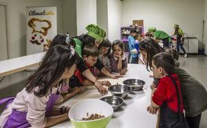 Taller infantil de 'AlimentArte' en el mercado