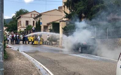 Se incendia un coche en Torrecilla en Cameros