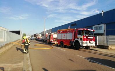 Incendio en un almacen de inoxidables de Calahorra
