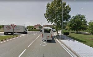 Un hombre de 50 años, herido tras la colisión entre un turismo y una moto en Logroño