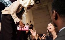 Recibida como una heroína la congresista atacada por Trump