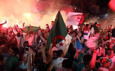 Argelia se echa a la calle para recibir a sus héroes tras la Copa de África
