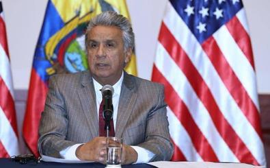 El presidente de Ecuador acusa a Assange de convertir la embajada en un centro de espionaje