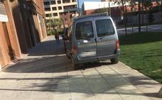 Coches mal aparcados en Arnedo