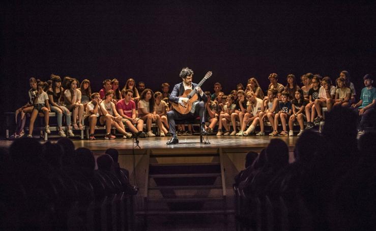 Pablo Sáinz Villegas participa en Ezcaray en la séptima edición de Oja Musicae
