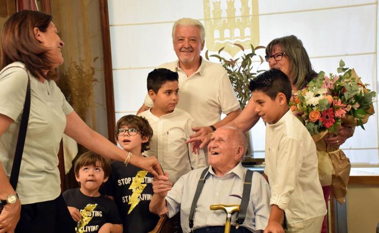 El homenaje de Logroño a dos abuelos centenarios