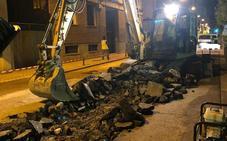 Cortada la calle José María Adán para la reparación de la fuga de agua del paseo de Mercadal de Calahorra