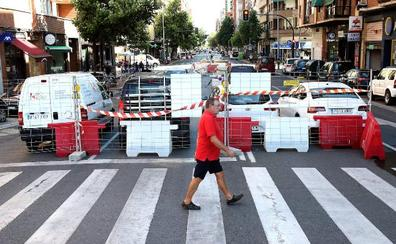 Calles cortadas, plazas de parking improvisadas