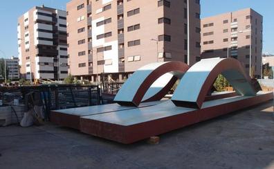 La escultura de Vara de Rey ya duerme en el Parque de Servicios
