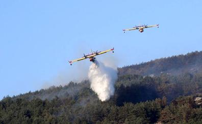 Los fuegos de La Granja y Miraflores, estabilizados tras quemar 900 hectáreas