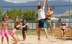 Calor, arena y voleibol en El Cortijo