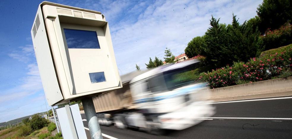 Los radares fijos 'cazan' al día en Logroño a 27 conductores; 22, en la circunvalación