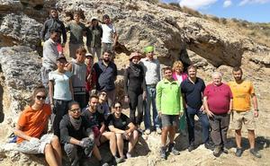 Jóvenes de cuatro países trabajan en la muralla sur de Contrebia Leucade