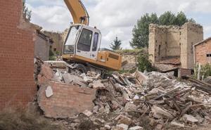 El Ayuntamiento inicia el derribo que permitirá reabrir la jacobea calle Mayor