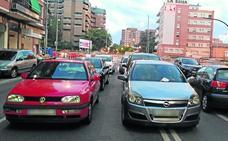 Primeras multas en el aparcamiento improvisado de Vara de Rey