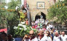 Procesión y degustación en Nalda en las fiestas de la Virgen y de San Roque