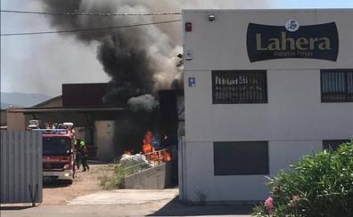Una fábrica de patatas de Alesón sufre un incendio