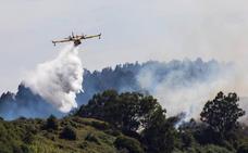 El incendio de Gran Canaria remite y los técnicos esperan estabilizarlo hoy