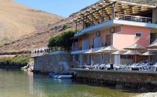 Demolido el restaurante del albanés que atacó a la familia del empresario español
