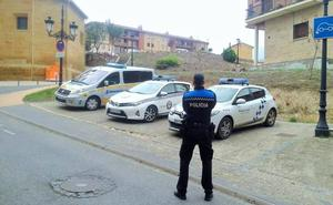 La Policía Local evita el suicidio de un hombre que se colgó de un árbol en Haro